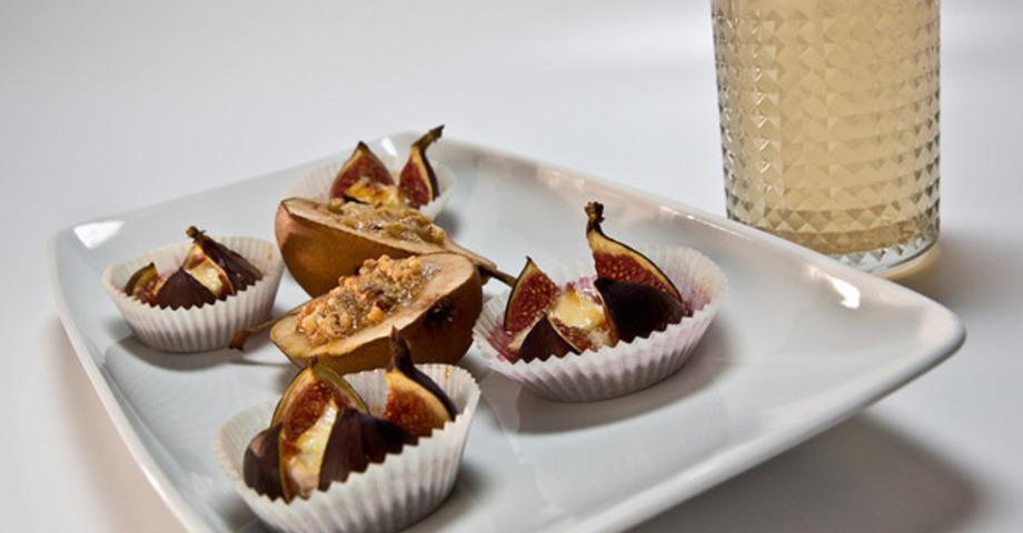 Медовые груши с орехами и запеченным инжиром