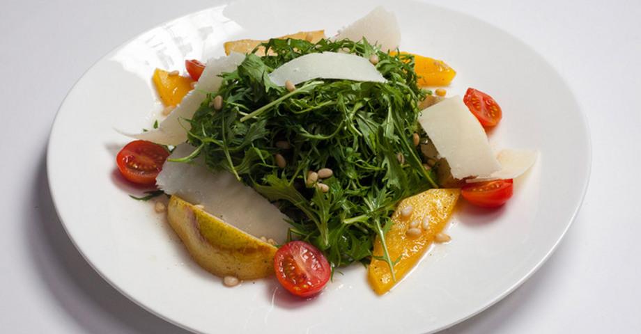 Разноцветный грушевый салат